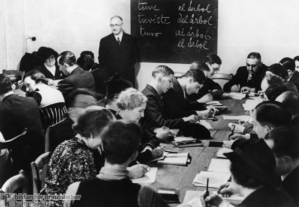 Spanish Class for Members of the Berlin Jewish Community Who Were Willing to Emigrate (1935)