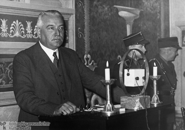Foreign Minister Konstantin von Neurath Justifies Germany's Withdrawal from the League of Nations in Front of the International Press (October 16, 1933)