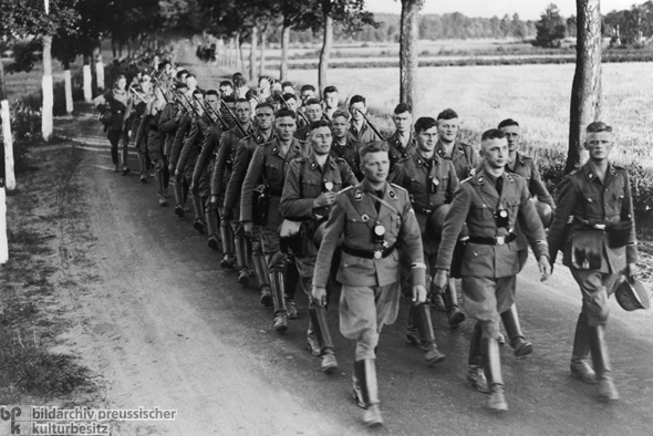 Hitler's Bodyguard Regiment [<i>SS-Leibstandarte Adolf Hitler</i>] during a Six-Day Deployment (1936)