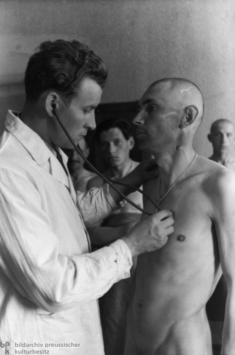 Medical Examination of Polish Farm Hands Recruited as Foreign Workers for the Reich (April/May 1940)