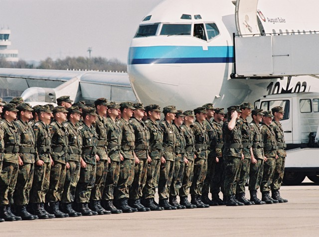 Bundeswehr Soldiers from the first IFOR Contingent return from Croatia (April 17, 1996)