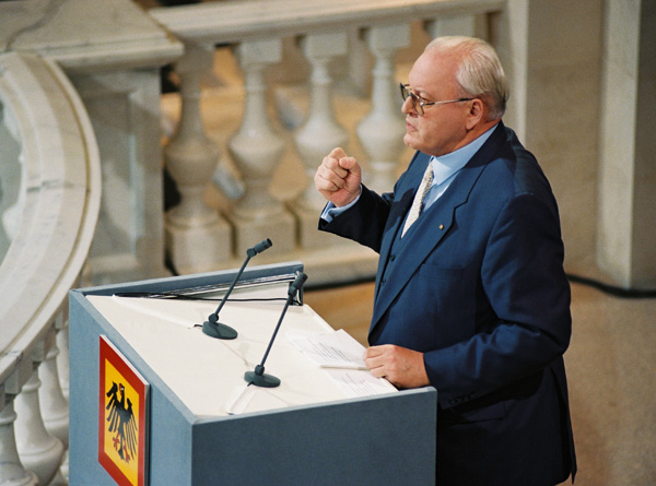 "Federal President Roman Herzog during his ""Berlin Speech"" (April 26, 1997)"