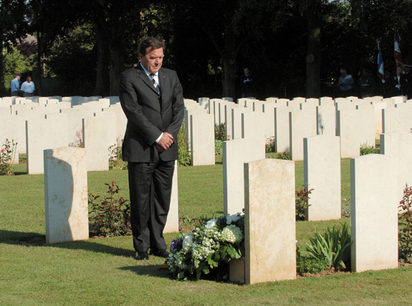 Federal Chancellor Gerhard Schröder lays a Wreath on the Grave of an unknown German Soldier at the Ranville War Cemetery in France (June 6, 2004)