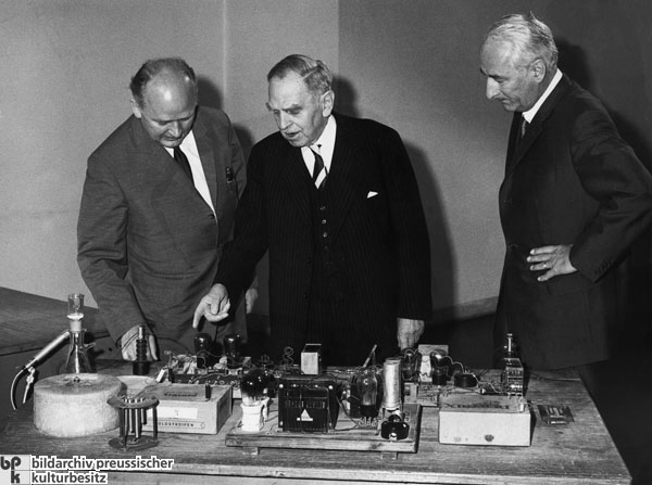 Otto Hahn Repeats his Nuclear Fission Experiment of December 1938 (June 30, 1962)